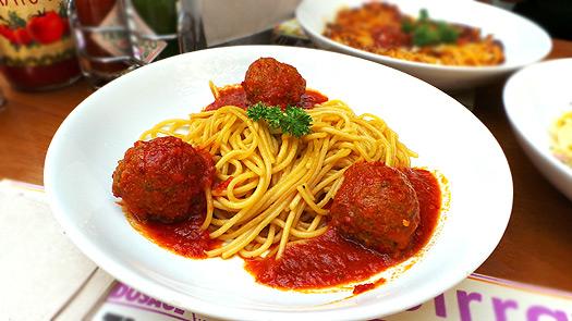 Spaghetti-Aglio-Olio-With-Turkish-Meatballs