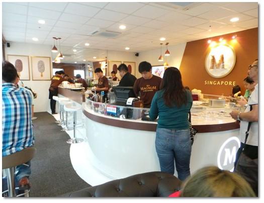 Pelayan- Magnum-Cafe-Singapore