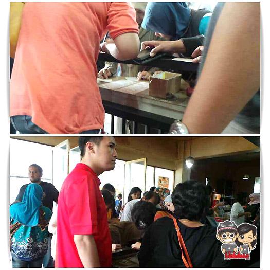 Antrian-Roti-Unyil-Bogor