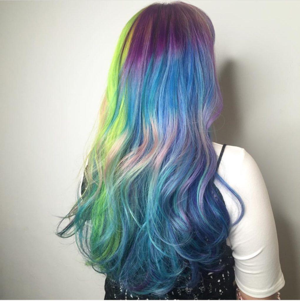 cara-cat-rambut-rainbow